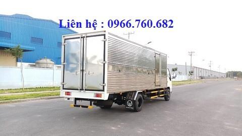 isuzu 2.4 tấn thùng kín